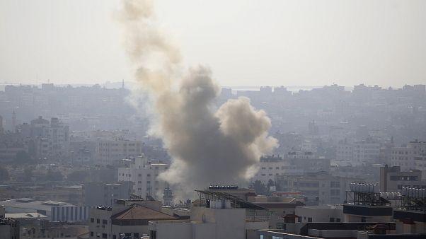 لدخان يتصاعد بعد غارة شنتها القوات الإسرائيلية على مدينة غزة في 12 تشرين الثاني/نوفمبر 2019