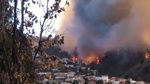 بیش از ۸۰ خانه در شیلی در محاصره آتش قرار گرفتند