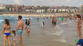 """Sydney trotzt den Buschbränden: """"Mit Zipfelmütze an den Bondi Beach"""""""