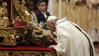 Papa Francis Vatikan'da geleneksel Noel ayinini yönetti