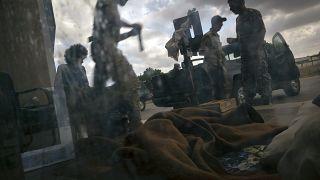 Batalha por Trípoli faz milhares de refugiados