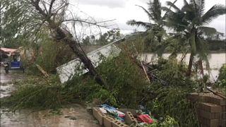 جانب من الدمار الذي خلفه الإعصار فانفون