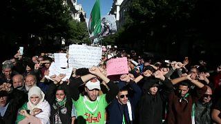 احتجاجات الجزائر تستمر في يوم الحداد على وفاة القايد صالح