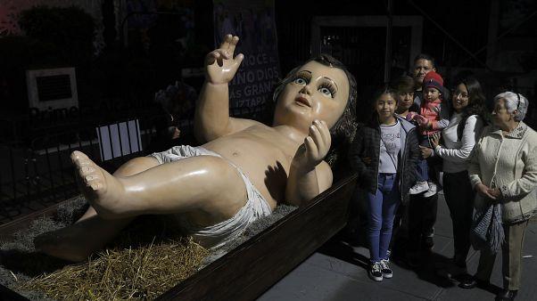 В Мексике показали гигантского младенца Христа