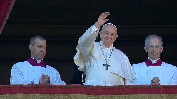 Papst erteilt Weihnachtssegen