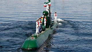 Hürmüz Boğazı yakınlarında İran'a ait denizaltı ve İranlı askerler