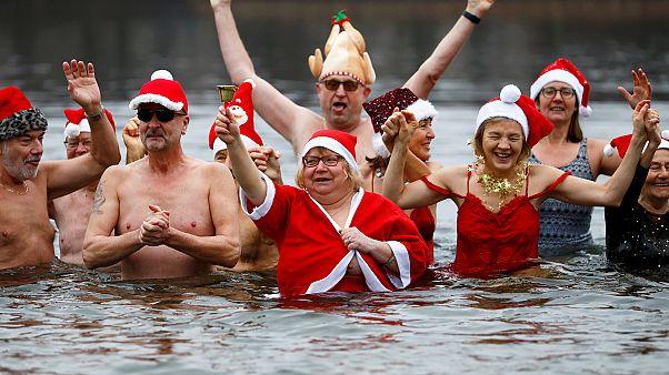 Γερμανία: Βουτιές στην λίμνη για τα Χριστούγεννα