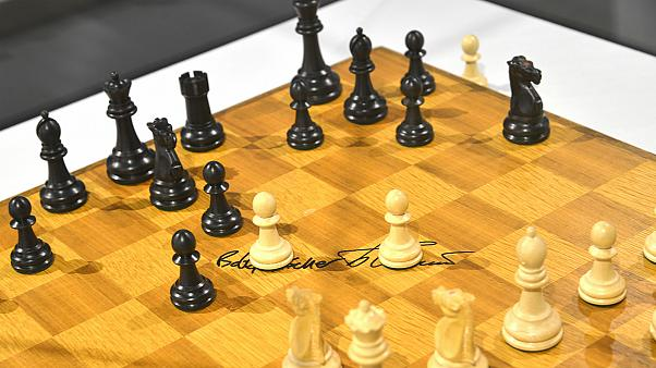 بطل شطرنج إيراني يريد تغيير جنسيته بسبب حظر اللعب ضد الإسرائيليين