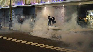 کریسمس در هنگ کنگ؛ استفاده از گاز اشک آور و افشانه فلفل علیه معترضان