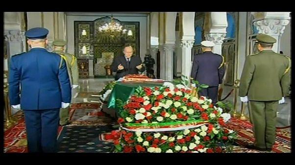 L'Algeria piange l'ultimo uomo forte