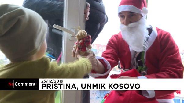 هدیهٔ کریسمس ابر قهرمانها برای کودکان بیمار در کوزوو