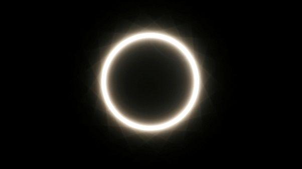 """En imágenes: locura con el eclipse de sol del """"anillo de fuego"""", el útlimo de 2019"""