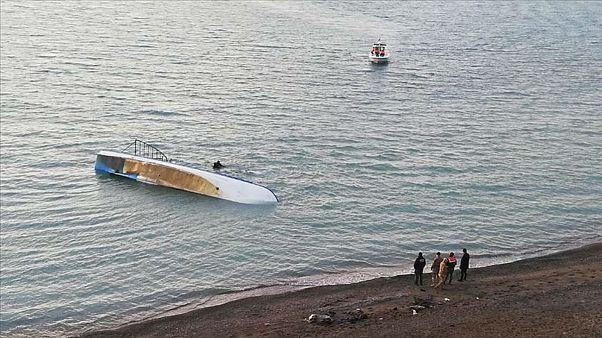 Van Gölü'nde göçmen taşıyan tekne battı: En az 7 ölü