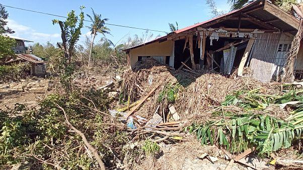 Φιλιππίνες: Δεκάδες οι νεκροί από τον τυφώνα Φανφόν
