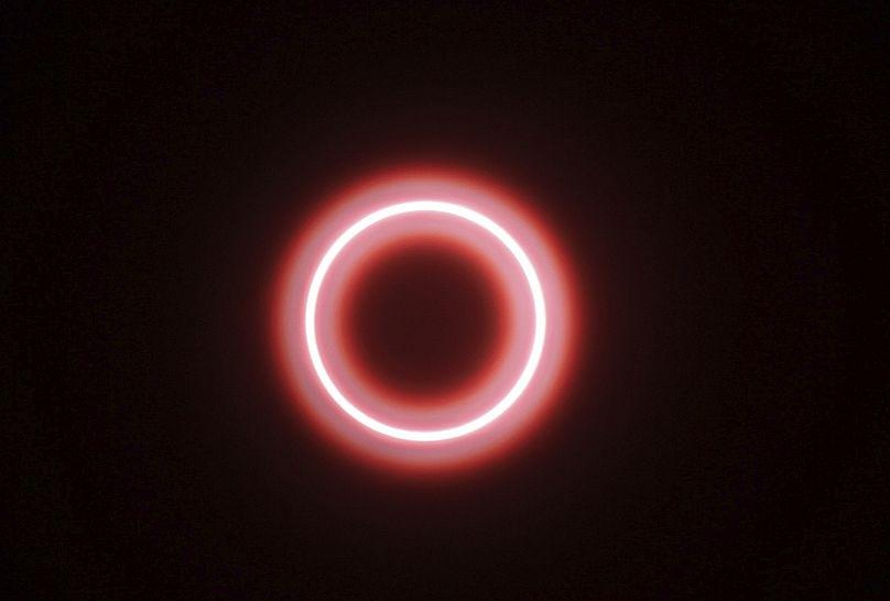 """Malesia, ecco le immagini dello spettacolare """"anello di fuoco"""""""