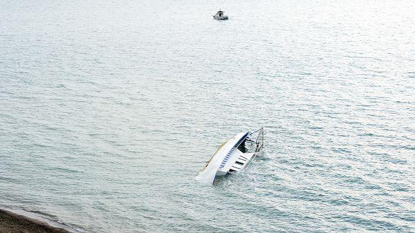 Felborult egy bevándorlókkal teli hajó Törökországban, többen meghaltak