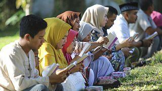 هزاران نفر در اندونزی یاد قربانیان سونامی سال ۲۰۰۴ را گرامی داشتند