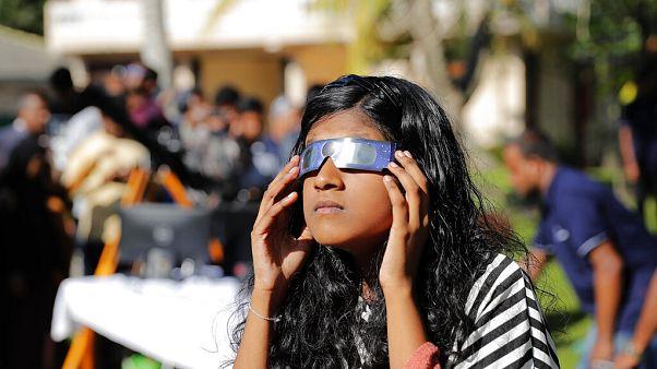 Un círculo de fuego marca el último eclipse solar de la década