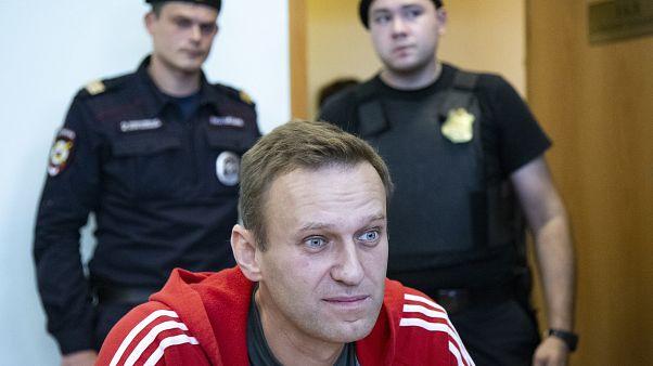 السلطات الروسية توقف أبرز معارضي بوتين لفترة قصيرة بعد مداهمة مقر منظمته