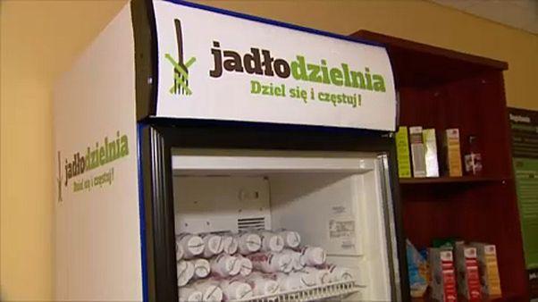 Hajléktalanokkal osztják meg a vacsorájukat a lengyelek