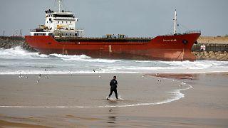 """Ισραήλ: Φορτηγό πλοίο """"βγήκε""""... παραλία λόγω των ισχυρών ανέμων"""