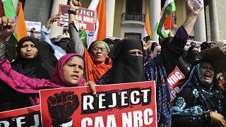 Hindistan'da Müslümanları dışlayan vatandaşlık yasasını protesto edenlere milyonluk tazminat mektubu