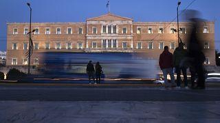 Ελλάδα: Κλείνει τα μεσάνυχτα η πλατφόρμα για τις αιτήσεις του κοινωνικού μερίσματος