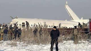 Kazakhstan : un avion s'écrase, au moins 12 morts sur les 100 personnes à bord