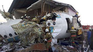 Lezuhant egy repülőgép a kazah Almatiban, 15-en meghaltak