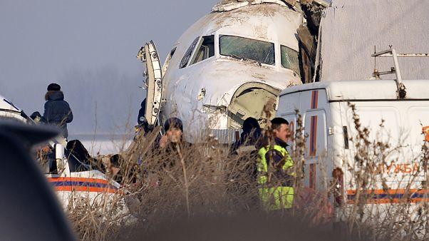 Kazakistan'ın Almatı kentinde meydana gelen uçak kazası
