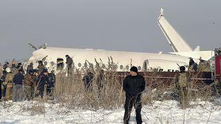 عشرات القتلى والجرحى في تحطم طائرة ركاب بكازاخستان