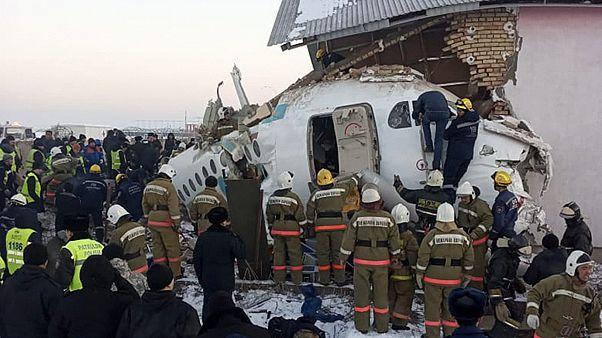 سقوط هواپیمای مسافربری در قزاقستان دهها کشته و زخمی برجای گذاشت