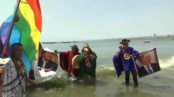 Chamanes peruanos auguran el fin de la era Trump