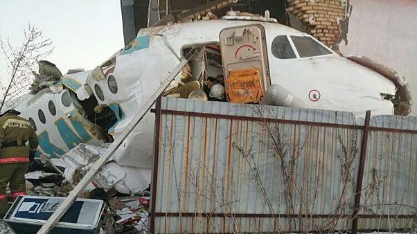 """""""Начали куски разлетаться и сжимать самолет"""", - пассажир рухнувшего самолета"""