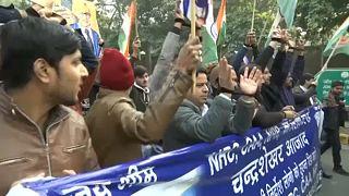Siguen las protestas en la India contra una controvertida ley de ciudadanía