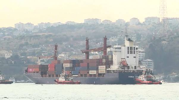 Стамбул: корабль врезался в набережную