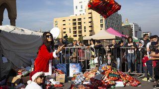 مبادرات للتضامن بين اللبنانيين في ساحات الاعتصام لمواجهة الأعباء المعيشية
