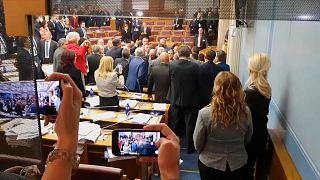 Tumulte im Parlament -  Montenegro billigt strittiges Kirchengesetz