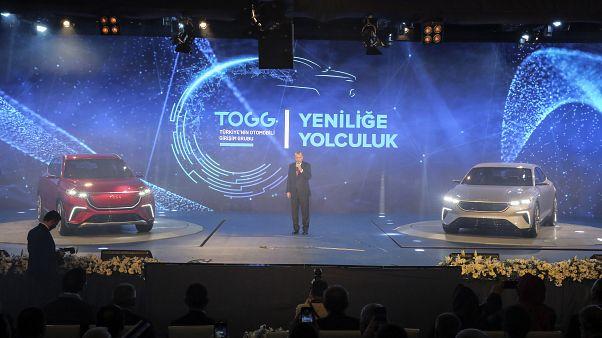 """""""Türkiye'nin Otomobili Girişim Grubu Yeniliğe Yolculuk Buluşması"""" programında Türkiye Cumhurbaşkanı Recep Tayyip Erdoğan'ın da katılımıyla yerli otomobil tanıtıldı."""