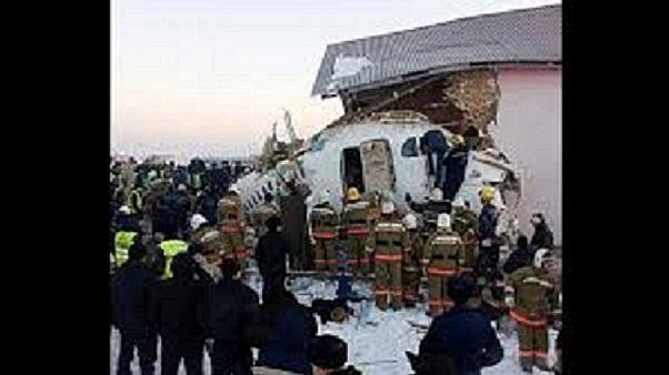 سقوط هواپیمای مسافربری قزاقستان؛ جعبه سیاه به مسکو فرستاده شد