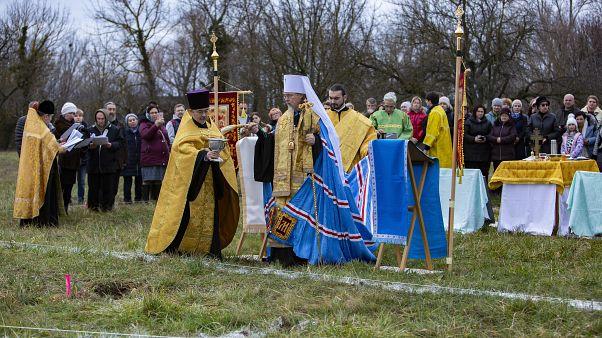 Márk Jegorjevszkij püspök, a Magyar Ortodox Egyházmegye kormányzó főpapja istentisztelet celebrál a leendő templom alapkőletételénél