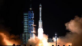 Mars'a 2020'de gitmeye hazırlanan Çin taşıyıcı füzesini başarıyla fırlattı