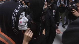 Manifestantes de Hong Kong escolhem centro comercial para protesto