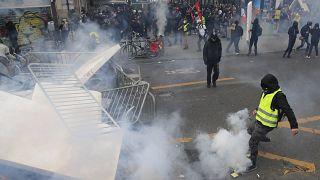 درگیری پلیس و جلیقهزردها در پاریس
