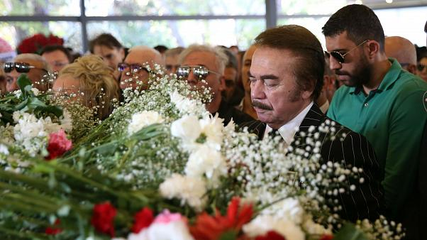 Orhan Gencebay, Yıldız Kenter'in cenaze törenine katıldı