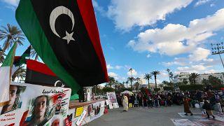 Libya'nın başkenti Trablus'taki Şüheda Meydanı'nda toplanan vatandaşlar, General Halife Hafter güçlerinin başkent ve çevresine düzenlediği saldırıları protesto etti