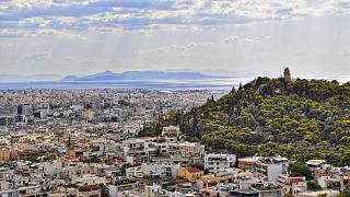 لاجئ سوري يطالب أثينا بـ 100 ألف يورو بعد إصابته بإعاقة خلال مطاردته من قبل خفر السواحل