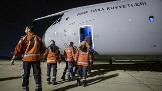 Sağlık Bakanlığına bağlı Ulusal Medikal Kurtarma Ekibi (UMKE) ve cerrahi personelden oluşan 20 kişilik sağlık ekibi, Mogadişu'ya gitti