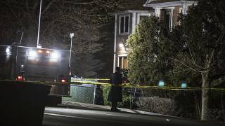 New York'ta Yahudi bayramı Hanuka kutlamaları sırasında Haham Chaim Rottenberg'in evine giren bıçaklı bir saldırgan 5 kişiyi yaraladı