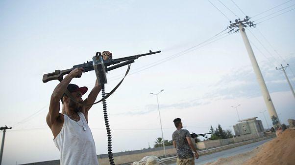 شبهنظامیان حامی دولت لیبی در حاشیهٔ طرابلس